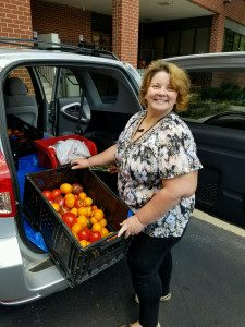 CFR VOLUNTEER FOOD RUNNERS DELIVER teresa-at-fsi